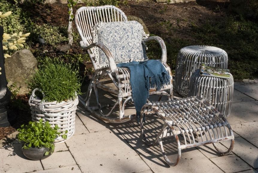 Fotele rattanowe – stylowy dodatek na taras