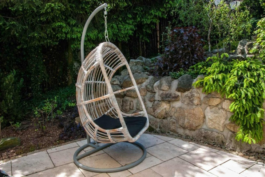 Meble ogrodowe z rattanu – wiosna w ogrodzie