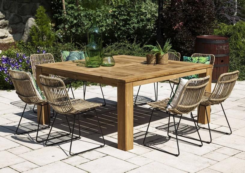 Stół ogrodowy drewniany – klasyka zawsze na czasie