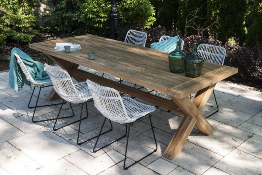 Stół na taras drewniany – ponadczasowy klasyk w ogrodzie