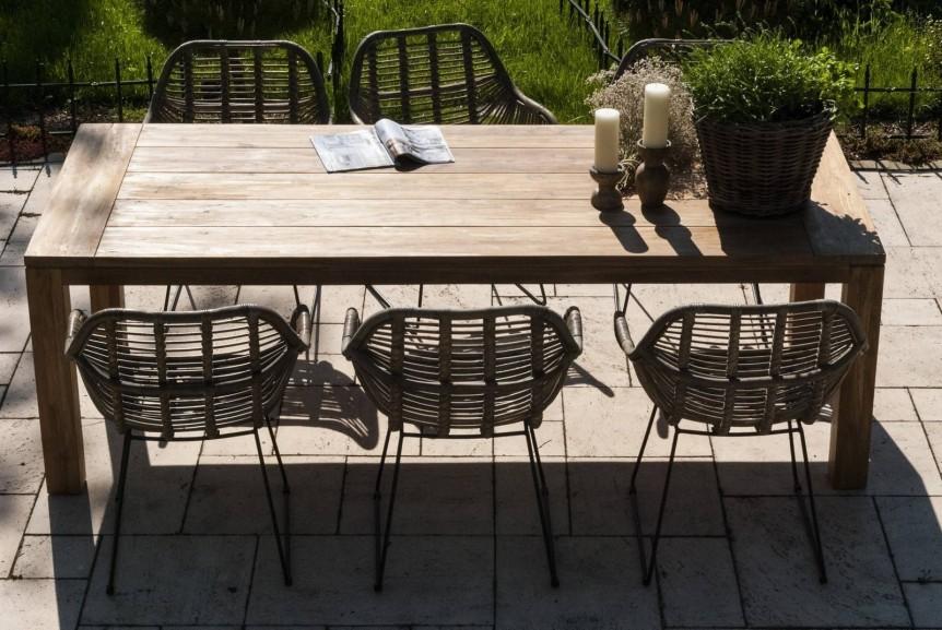 Fotele rattanowe na balkon dla większej wygody