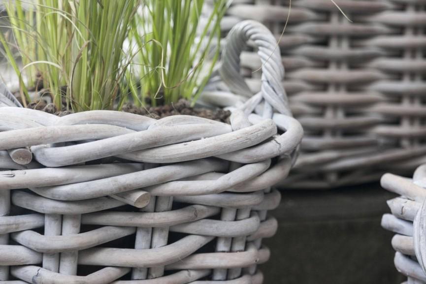Doniczka – rattan podkreślający piękno roślin