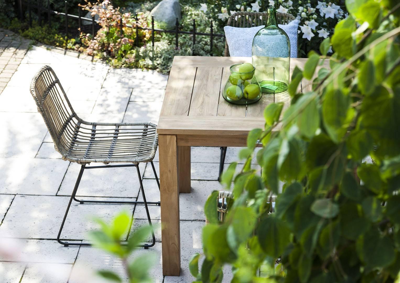 fotele rattanowe ogrodowe ze stołem z drewna egzotycznego